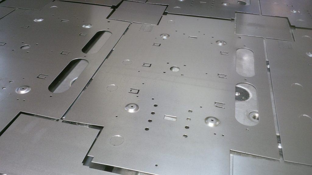 Exemplu piese mari prinse in schelet in puntite (micro-joints)
