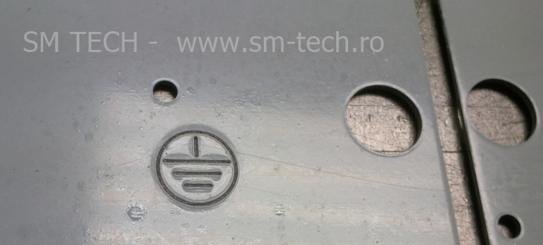 Embosare simbol impamantare pe tabla la masini stantat